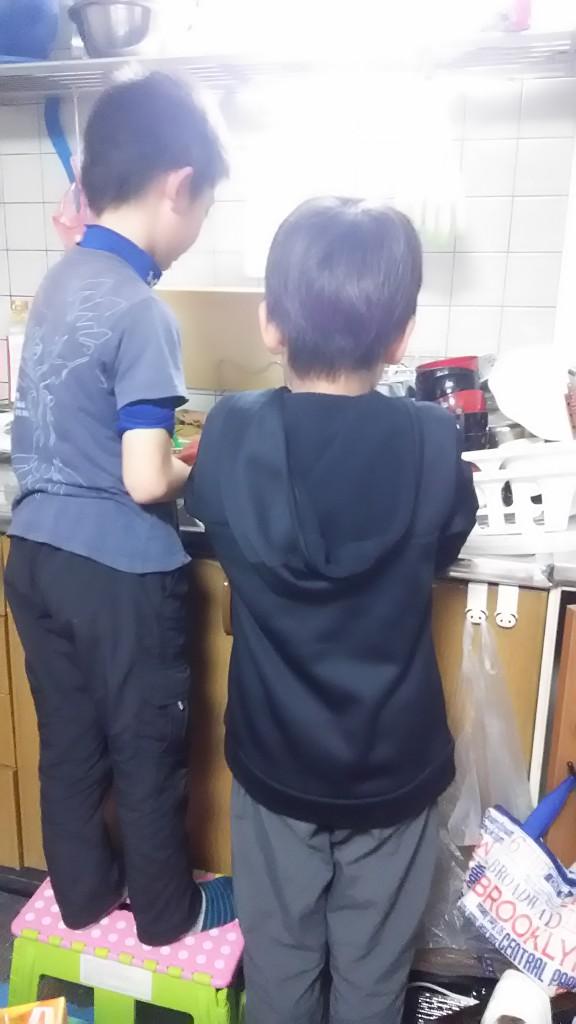 食器洗い背中